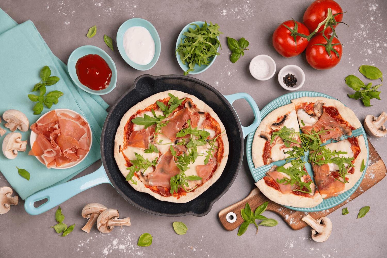 Ekstra cienka pizza z patelni żeliwnej